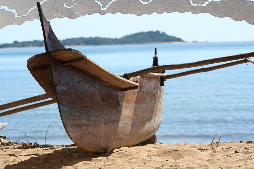 Madagascar canoe by Malcolm Bowling